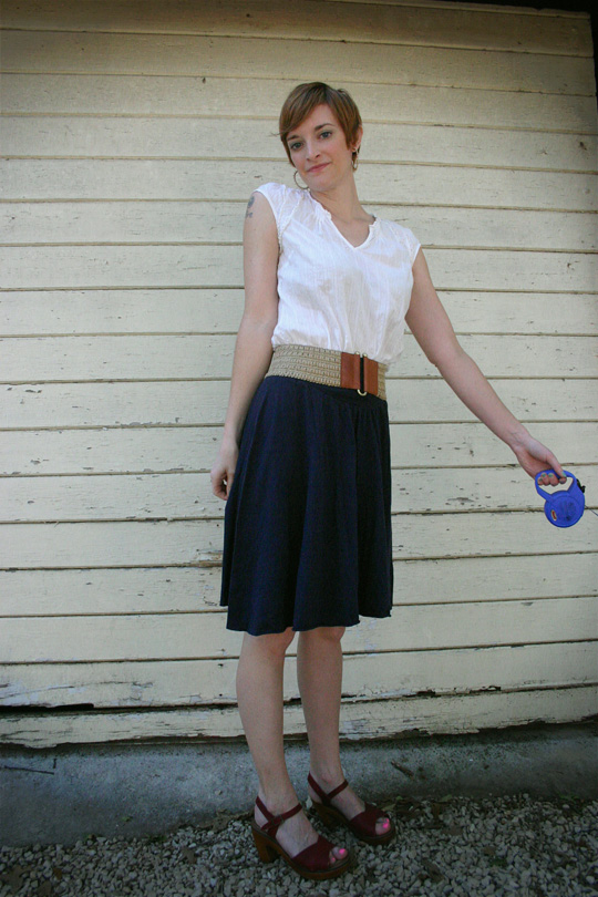 How to Wear a Belt with Skirt